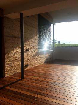 Terrassenbelag IPE in Kombi mit gehackter Außenfassade (Beinbauer Holz)